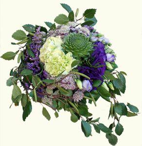 Brudbukett Bridal flowers. Tema björk på bröllopet. Taklök (sedum), nejlika, lisianthus, stjärnflocka (astrantia)  http://holmsundsblommor.blogspot.se/2012/08/brudbukett-med-taklok.html 120804