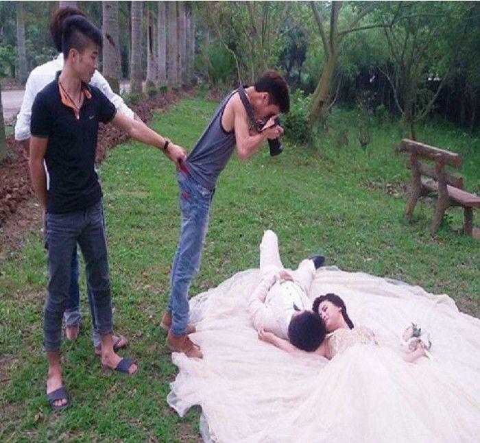 25 Photos That Evident The Craziness Of Wedding Photographers