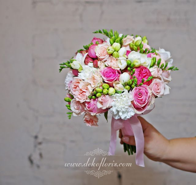 Moszna różowy bukiet ślubny róże, frezje i goździki
