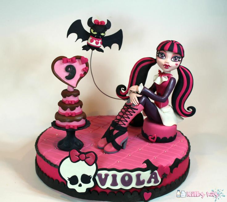 Draculaura Cake Topper - Cake by Milky Way di Isabella Coppola
