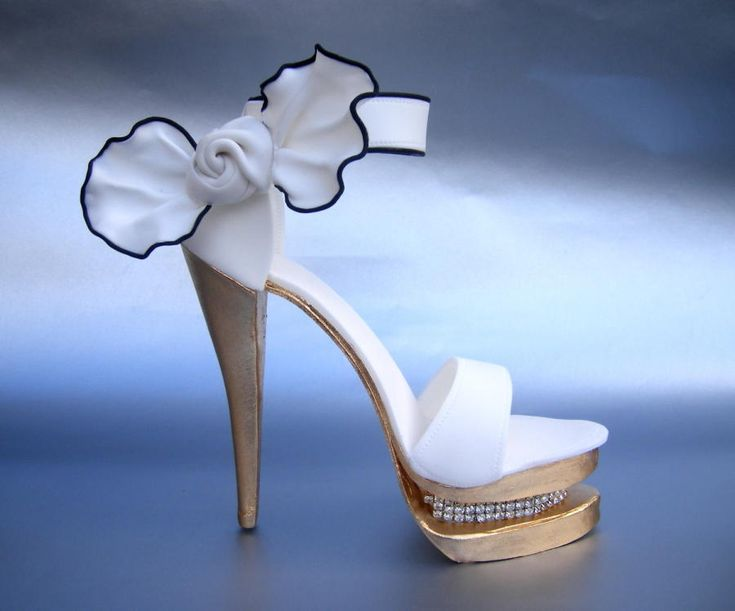 White & gold shoe with bling - Cake by Karen Geraghty