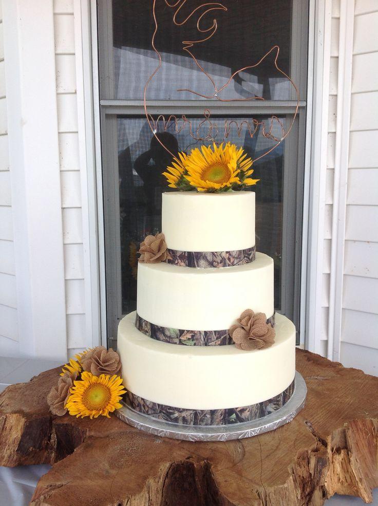 Wedding cake with camouflage ribbon