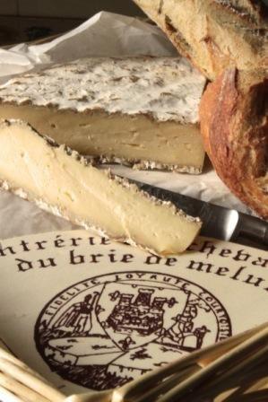 Brie de Melun (Ile de France) Soft Cheeses with Natural Rind Fromages à pâte molle et à croûte fleurie
