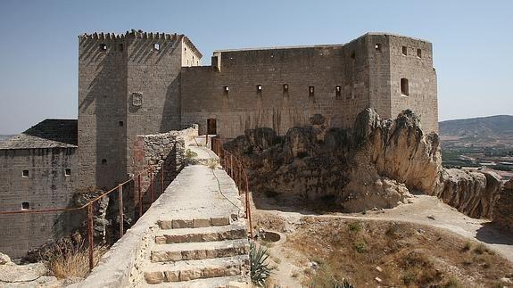 CASTLES OF SPAIN - Castillo de Mula (Murcia). De sus muros partieron en 1078 las tropas del gobernador musulman Abenraxic a la conquista de Murcia y en apoyo de emir de Sevilla Almotamid. En 1244 el Infante Alfonso de Castilla toma el castillo tras varios meses de asedio. En 1296 resistió el asedio de las tropas aragonesas de Jaime II tras su invasión del Reino de Murcia ( después de 8 años de asedio, las mesnadas del rey aragonés desistieron al no poder tomar el castillo).