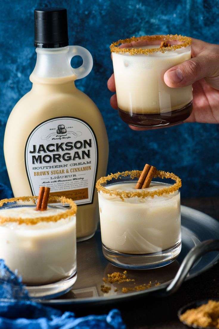 This Brown Sugar & Cinnamon White Russian is creamy and comforting. The combo of coffee liqueur, brown sugar and cinnamon southern cream, vodka and milk feels like a cocktail and dessert, all in one glass! | foxeslovelemons.com