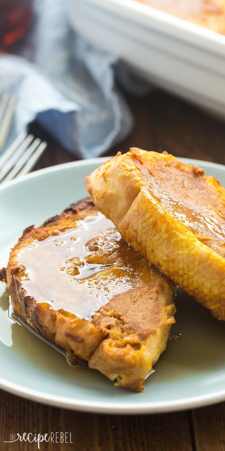 THIS is the fall breakfast you need! This Overnight Pumpkin French Toast is so…
