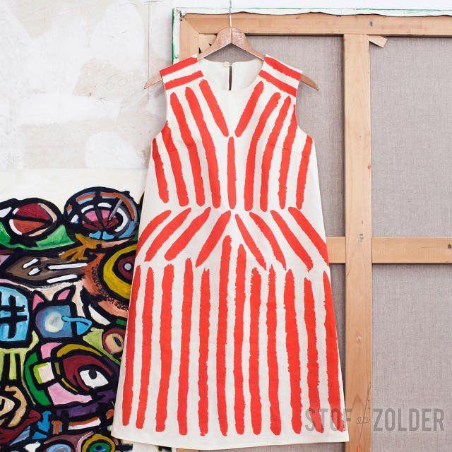 Maak zelf een designer jurk! De Belgische ontwerper Christian Wijnants ontwierp de Nel Jurk voor La Maison Victor en het Mode Museum te Antwerpen, waarmee hij een ode brengt aan de schilder Rik Wouters. Hij liet zich inspireren door het schilderij 'Rode G