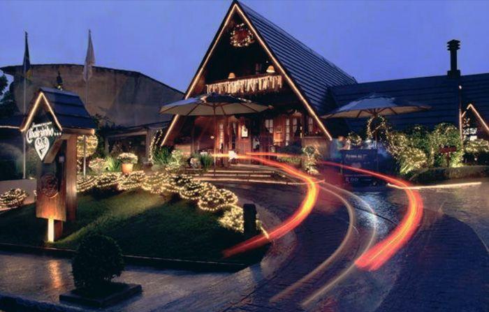 lugares-romanticos-SP-07 O restaurante é famoso por servir um rodízio incrível de fundues à luz de velas. O ambiente é todo romântico, passeio perfeito para o inverno! Endereço: R. Itapimirum, 11 – Vila Andrade