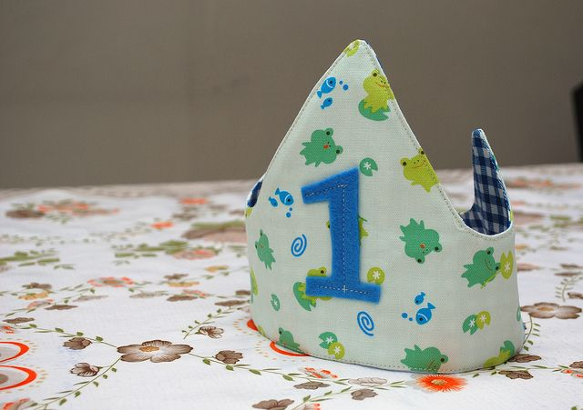 Make your own birthday crown from fabric, can be re-used every year, just replace the number. Brilliant!