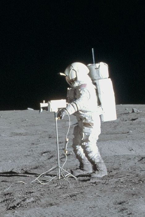 alan b. shepard astronaut on the surface of the moon nasa 1971 - photo #11