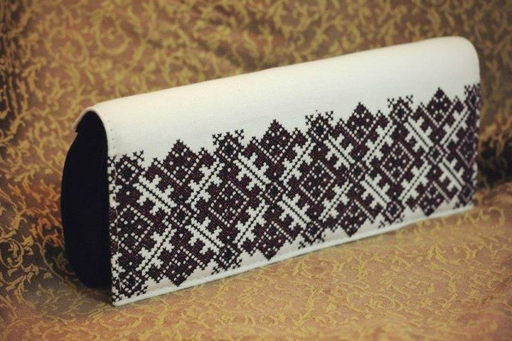"Ukrainian style clutch. Embroidery studio ""Goira"", Lviv"