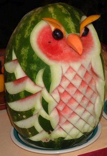 Owl fruit carving. Whooooo are you kidding, you couldn't eat this! haha