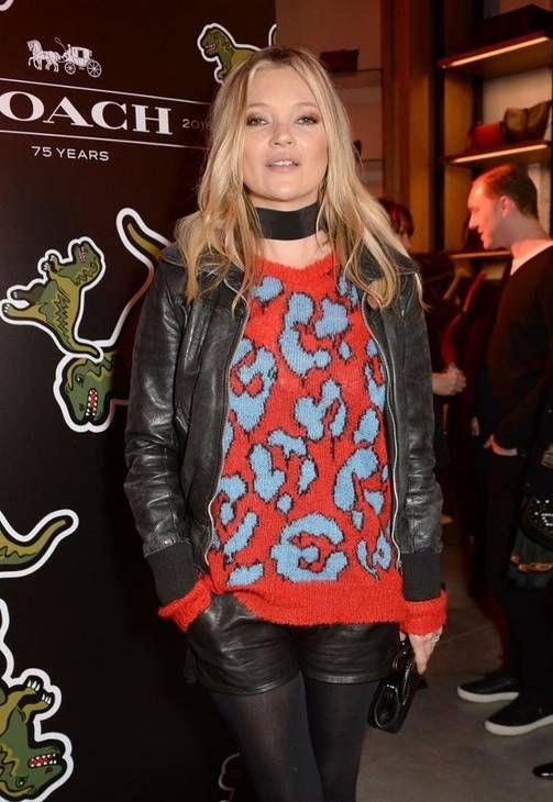 Se toimii: Kate Moss, nahkasortsit ja sukkahousut