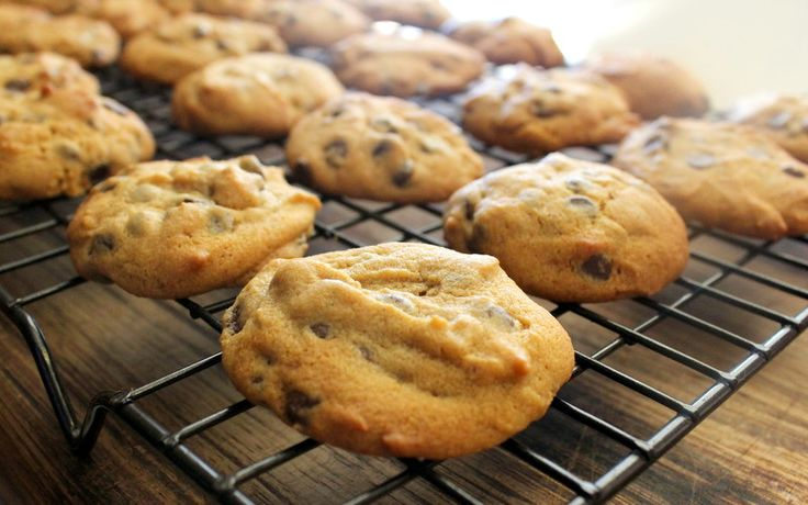 skinnymixer's MacaChip Cookies Ingredients 30 g macadamia nuts 130 g butter, cubed 100 g coconut sugar 1 egg 2 tsp vanilla paste or vanilla essence 180 g white spelt flour ½ tsp bicarb soda ½ tsp baking powder pinch of salt 130 g mini choc chips Method Preheat oven to 180 °C fan forced and line two baking trays with … Continue reading skinnymixer's MacaChip Cookies