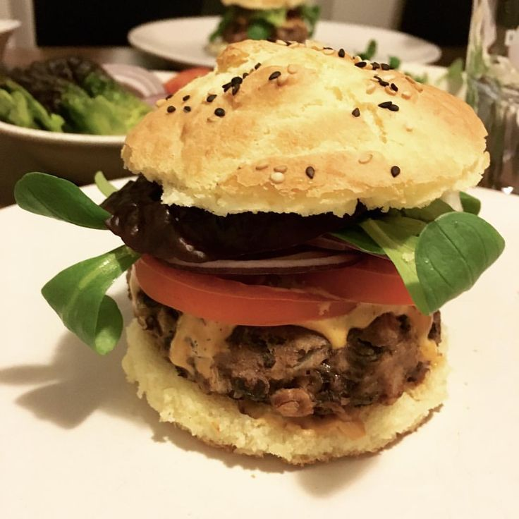 """62 Likes, 2 Comments - Team Veggie (@teamveggie) on Instagram: """"OMG 😍 we did it! Wir haben heute diese fluffigen, glutenfreien Burger Buns selber gemacht! Besteht…"""""""