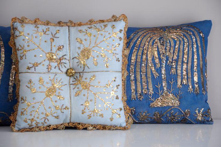 Gold and Silver metal strip hand work cushions from our antique textile collection. Weeping Willow tree motifs on dark blue silk fabric cushion, late 19th century. Light blue cotton square cushion edged metal crochet lace , mid 20th century   /   Antika tekstil koleksiyonumuzdan altın ve gümüş telkırma el işlemesi yastıklar.. Koyu mavi ipek üzerine salkım söğüt ağacı motifli yastık 19yy sonu. Açık mavi koton kenarı metal iplikle iğne oyalı çevre yastık 20yy ortası