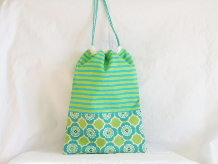 Sac à doudou vert et turquoise, sac enfant, sac fourre-tout, cadeau de naissance, sac à goûter, pochon de rangement, tissu Michael Miller de la boutique mylmelo sur Etsy