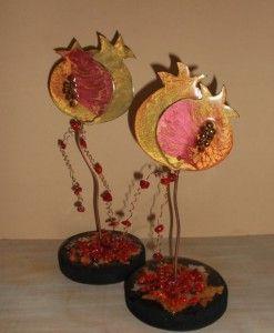 διακοσμητικα ροδια σμαλτο κρυσταλινες χαντρες υγρο γυαλι ξυλινη βαση φυλλα χρυσου ασημι χαλκου ημιπολυτιμοι λιθοι κοραλι
