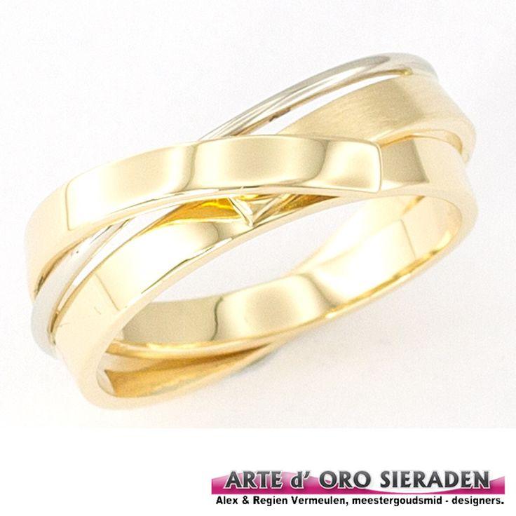 Geelgouden ring met witgouden element, deze wikkelring is handgemaakt en uit eigen atelier Arte d'Oro sieraden ,Nijmegen.