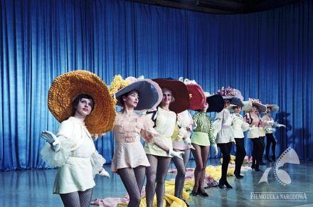 Hats. KLUB KAWALERÓW dir. Jerzy Zarzycki (1962)