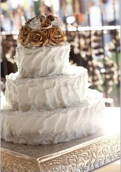 Jessica & Richard's cake! Photography: Sarah Ainsworth #wedding #cake #autumn