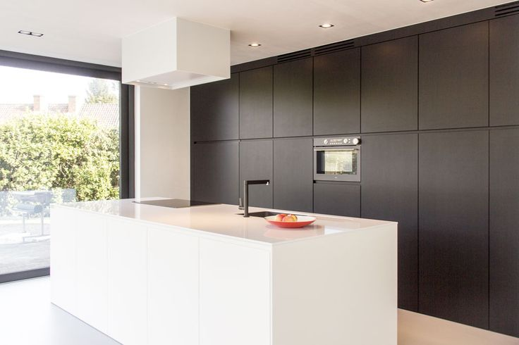Strakke zwart/wit keuken