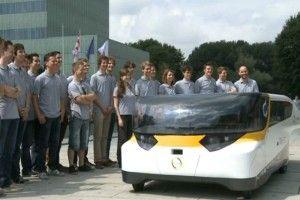 """""""Over 5 jaar komt gezinsauto op zonne-energie op de markt"""" - hetkanWel.nl"""