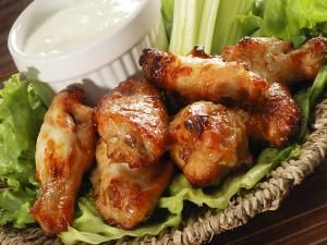 chicken wings recipe, drummettes, drumsticks, honey, mustard, garlic, receipts - © 2015 EasyBuy4u/Getty Images, licensed to About.com, Inc.