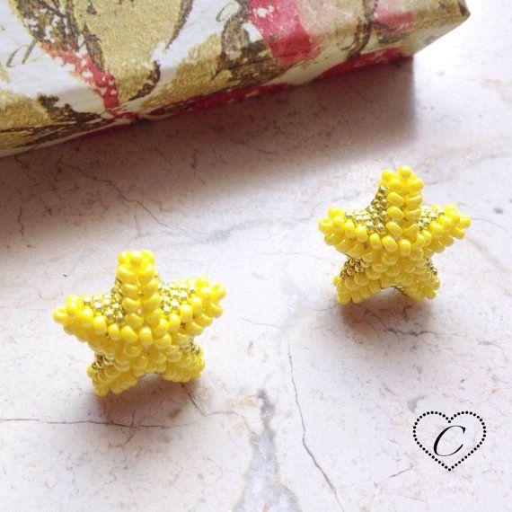 Orecchini a lobo Stella Marina Giallo/Oro. di CheriFashionHandmade #beaded #beads #earrings #star #starfish #etsy #stella #handmade #cherihandmade