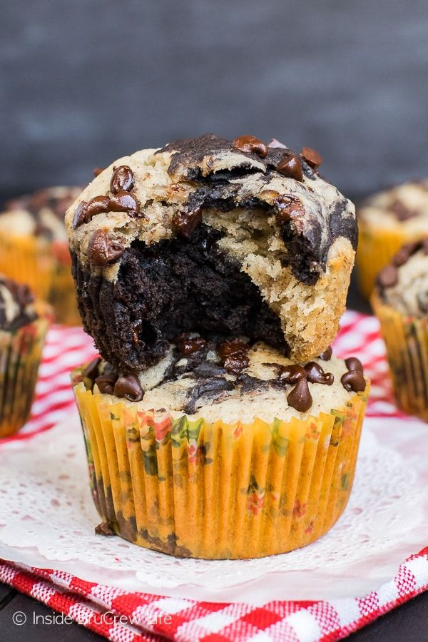 Chocolate Banana Marble Muffins - swirls of banana and chocolate make these a delicious sweet treat for breakfast. Great healthy recipe for busy mornings!