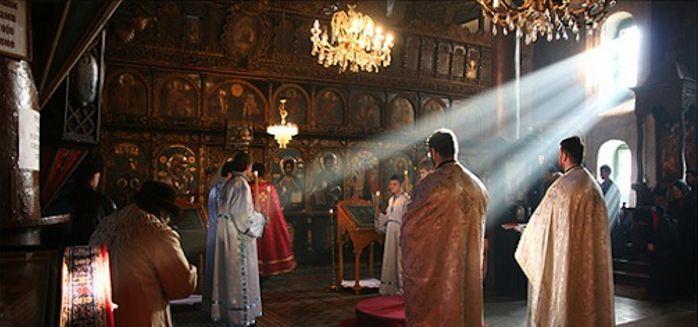 La liturgia è il culto ufficiale e pubblico che la Chiesa rende a Dio, distinto…