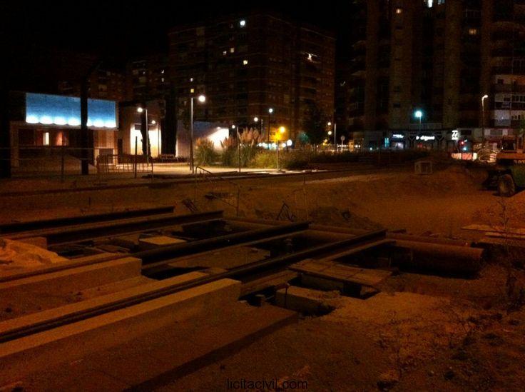 Avda. América, tramo 5 Río Genil-Parque Tecnológico de la Salud obras #metro de #Granada de noche