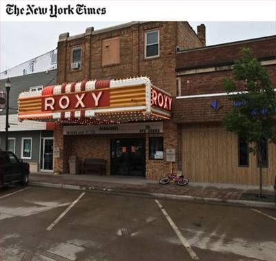 photos of old movie houses | Happy News - Old Movie Houses Find Audience in the Plains