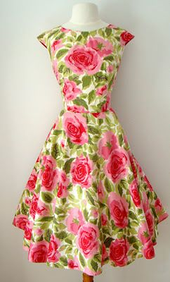 A cheery, beautiful pink and green 1950s floral print summer dress. #vintage #1950s #fashion