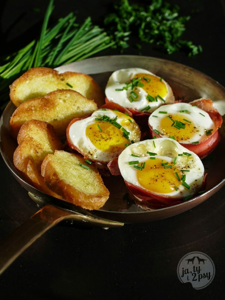 eggs in prosciutto baskets baked in muffin tray