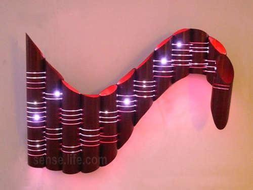 За основу взяты картонные трубы, которые можно легко отыскать в магазинах. Для изготовления светильника своими руками нужно купить самую малость :) по 2 метра черного и красного провода, 2 метра свето...
