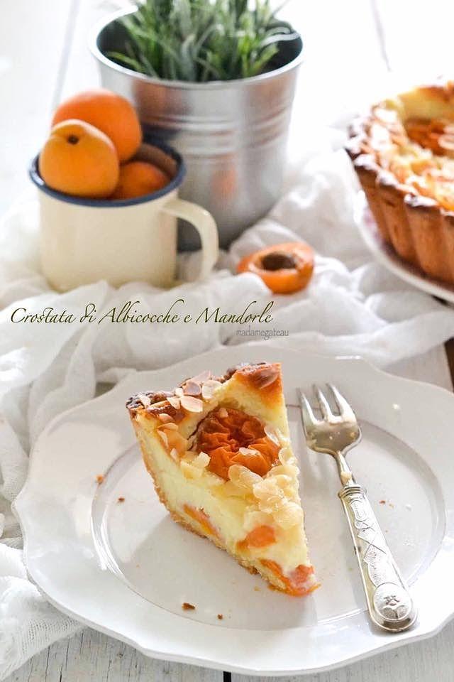 Una crema golosa che parla quasi Francese come il Flan parisien racchiusa in un guscio croccante di pasta frolla arricchita con tante albicocche.