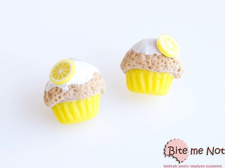 -Stud earrings with stoppers!-Lemon cupcakes with vanilla sauce and lemon slices!