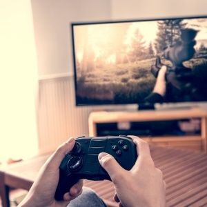 Pounding a game controller or computer mouse for hours can cause inflammation of the tendons of the hand, as well as neck and back pain, according to an orthopaedic hand surgeon.