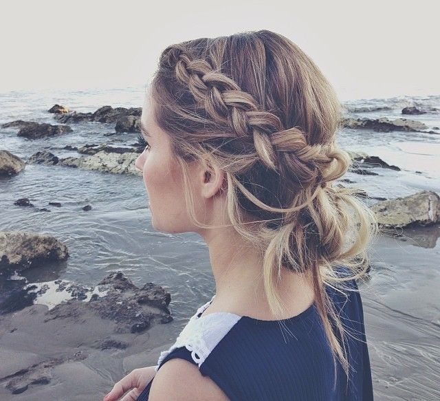 10 Easy Hairstyles for the Beach