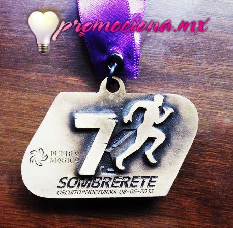 Medalla diseño especial, listón impreso 1 tinta. #promocionales #trofeo #carrera #medallas http://www.promociona.mx/index.php/trofeo.html