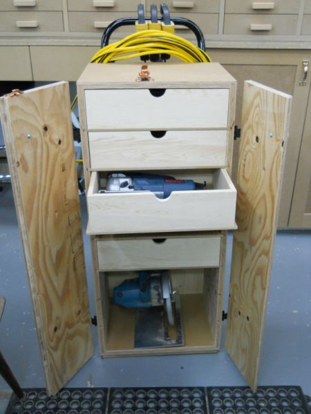 Rolling Tool Chest / Coffre à outils roulant