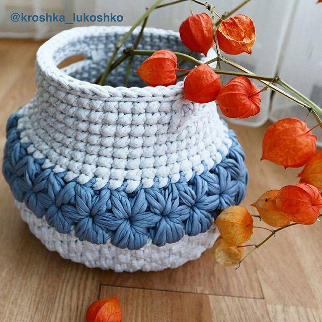 Achei lindo, amo a criatividade e as formas de usar o fio de malha Inspirador!!!!. . . . By@kroshka_lukoshko - . . . #inspiration #inspiração #cestatrapillo #cestotrapillo #cestofiodemalha #fiosdemalha #trapillo #yarn #crocheteiras #crochet #crocheting #crochetlove #crochetingaddict #croche #yarnlove #yarn #knitting #knit #penyeip #craft #feitoamao #handmade #croche #croché #crochê #croshet #penyeip #вязаниекрючком #uncinetto #かぎ針編み #instagramcrochet #totora