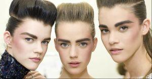 Modelo por um dia: veja as tendências de maquiagem e cabelo do desfile da Chanel - Por mais uma temporada, a maquiagem natural é apresentada como tendência. Mas, segundo o desfile da Chanel, o blush e as sobrancelhas agora são bem marcados. Veja o passo a passo para copiar o make e o cabelo do desfile de alta-costura