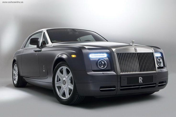 В Верховной Раде зарегистрирован уже второй законопроект, предусматривающий введение налога на роскошные автомобили. Кабмин предлагает не рассчитывать ставку налога в зависимости от объема двигателя, а сделать ее единой – 25000 грн. на год для всех владельце «роскошных» машин.