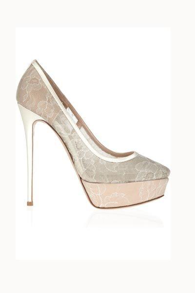 Tendencias: Los zapatos más rompedores de 2013 Salón con tendencia encaje, de Valentino