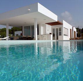 Moratiel House. Pool