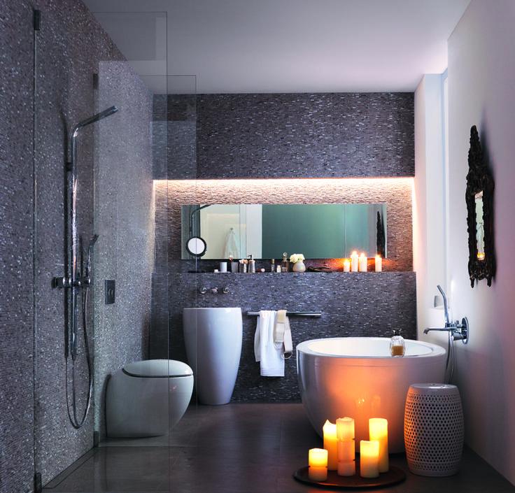 El diseño del baño es cuestión de imaginación. Una ducha integrada en el pavimento que evacua el agua por el canal-ducha Geberit y una cisterna empotrada Geberit Sigma de 8 cm con el pulsador Sigma20 contribuyen a que sea un espacio genial.