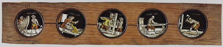Anonymous | Vijf beroepen, Anonymous, c. 1700 - c. 1790 | Vijf glaasjes met uitbeeldingen van beroepen in een houten vatting. Het uitgebeelde beroep wordt ook steeds op het glas vermeld. Uiterst links: 'timmerman', met een bijl in de lucht geheven om in een stuk hout op de grond te hakken. Rechts daarvan: 'schrijn werker', staande met een vlakschaaf aan een werktafel, rechts van hem een kast. In het midden: 'boek drucker', twee mannen bij een drukpers. Rechts daarvan: 'kleer maker', staande…