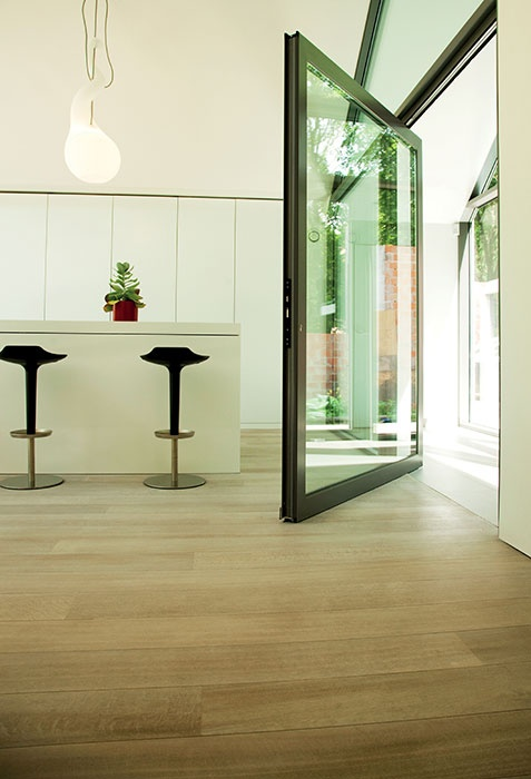 Beautifully weighted aluminium pivot doors for a contemporary home